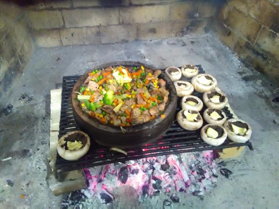 къща карина село орехово супер цени нощувки промоция традиционна българска кухня