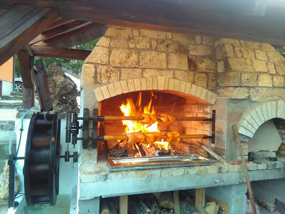 къща карина село орехово супер цени нощувки промоция храна балкан скара